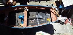 Vendo bote de 4metros de comprimento por 120 de largura por 60 de altura