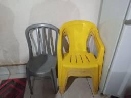 4 cadeiras plásticas