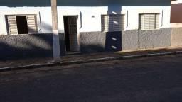 Vende-se ou aluga-se casa em Olegário Maciel.