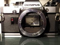 Câmera fotográfica Olympus OM10 com defeito, para conserto ou peças