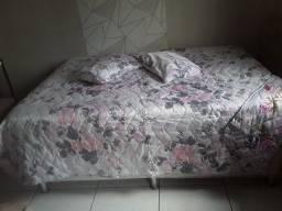 Vendo colcha de cama casal dupla face acompanha dois travesseiros