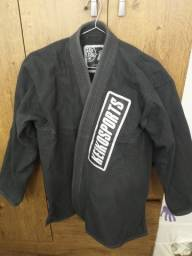 Kimono KeikoSports Adulto Tamanho: A1 / Cor: Preto.