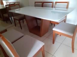 Mesa de 8 cadeiras de madeira maciça