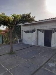 Alugo casa com 02 quartos e 01 suíte, situada na Avenida do Novo Fórum (Parnaíba-PI)