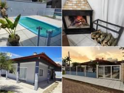 Casa com piscina e lareira 200 mts Praia Alegre 12 minutos Beto Carrero
