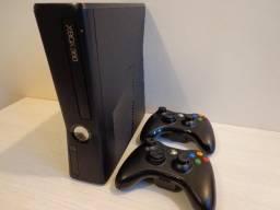 Xbox 360 + 2 controles (Bloqueado)