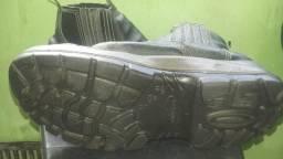 Bota fujiwara biqueira de aço n* 43 pouco tempo de uso 30,00