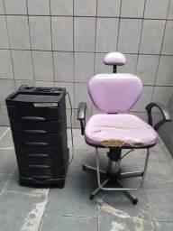 Vendo cadeira e carrinho de cabelereiro leia anúncio
