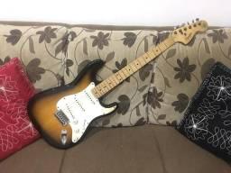 Guitarra squier fender afinitty