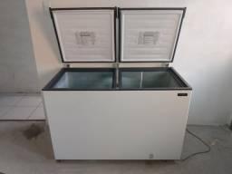 Vende -Se uma freezer semi - nova