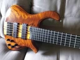 Lindo Bass Elifas Santana modelo Demolidor 6 Corda Ativo