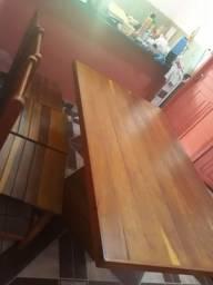 Mesa desmontável com quatro cadeiras