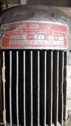Um motor elétrico de 2.cv trifásico 220 watts 1725 rpm k1
