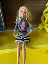 Boneca articulda Barbie