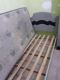 Cama com colchão semi nova