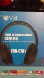 Fone de ouvido sem fio estério via Bluetooth e pega cartão de memória e rádio FM.