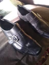 Vendo sapato social semi-novo.