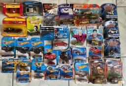 Carrinhos Hot Wheels Disney, Batman, Speed Racer e Carros