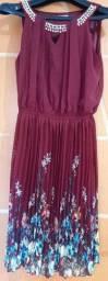 Vendo vestido da cor vinho  novo,  tecido fino detalhado e com flores na barra tamanho M.