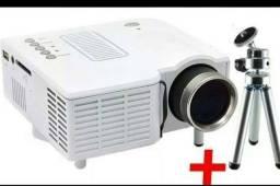 Mini Projetor LED + Tripé de Brinde (serve com notebook, tv box e chromecast)