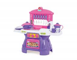 Mini cozinha com água e 17 itens