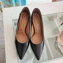 Sapatos usados com preços variados
