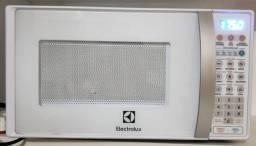 Forno micro-ondas Electrolux MTO30 Branco 20LNOVO
