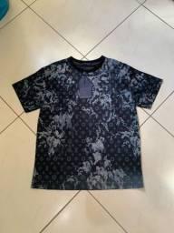 Camiseta Louis Vuitton Monogram Tapestry