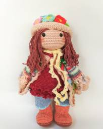 Boneca Hippie Amigurumi (em crochê)