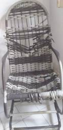 Cadeira de balanco as ferragens tudo nova ela so precisa reinrrolar