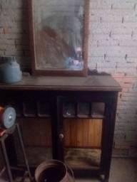 Cristaleira muito antiga para coleciomador
