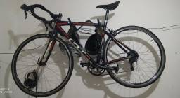 Bicicleta speed GT