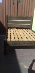 Ta barato  cama madeira muito boa 400 reais