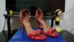 Sandália vermelha com corações vizzano