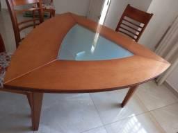 Mesa de Madeira Triangular c/6 Cadeiras