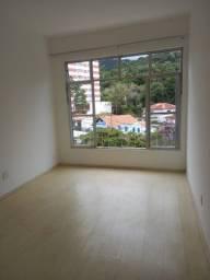 Apartamento sossegado na Gávea com linda vista.