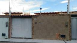 Linda casa a venda fora de condomínio no Parque Ipê a 200 metros da Av. Fraga Maia
