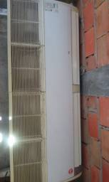 Ar Condicionado e cabides
