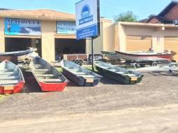 Barcos de aluminio bicudos e semi chatas