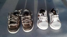 Dois sapatinhos infantis
