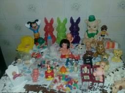 lotes de brinquedos antigos.