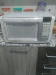 Vendo microondas Electrolux  150.00