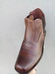 Bota, botina, sapatão em couro legítimo com solado costurado