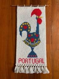 Tapete artesanal Galo De Barcelos Portugal - 90cm X 40cm