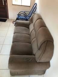 Vendo sofá 3 Lugares com capa