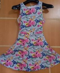 Vestido de malha  florido .