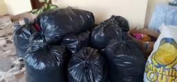 16 sacos de duas caixas roupas
