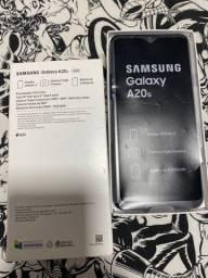 Celular Samsung impecável 900,00