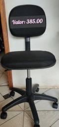Cadeira com rodinhas e regulagem
