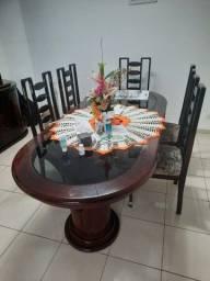 Mesa grande de sala com 8 cadeiras e Cristaleira